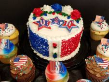 4th of July Cake & Cupcakes